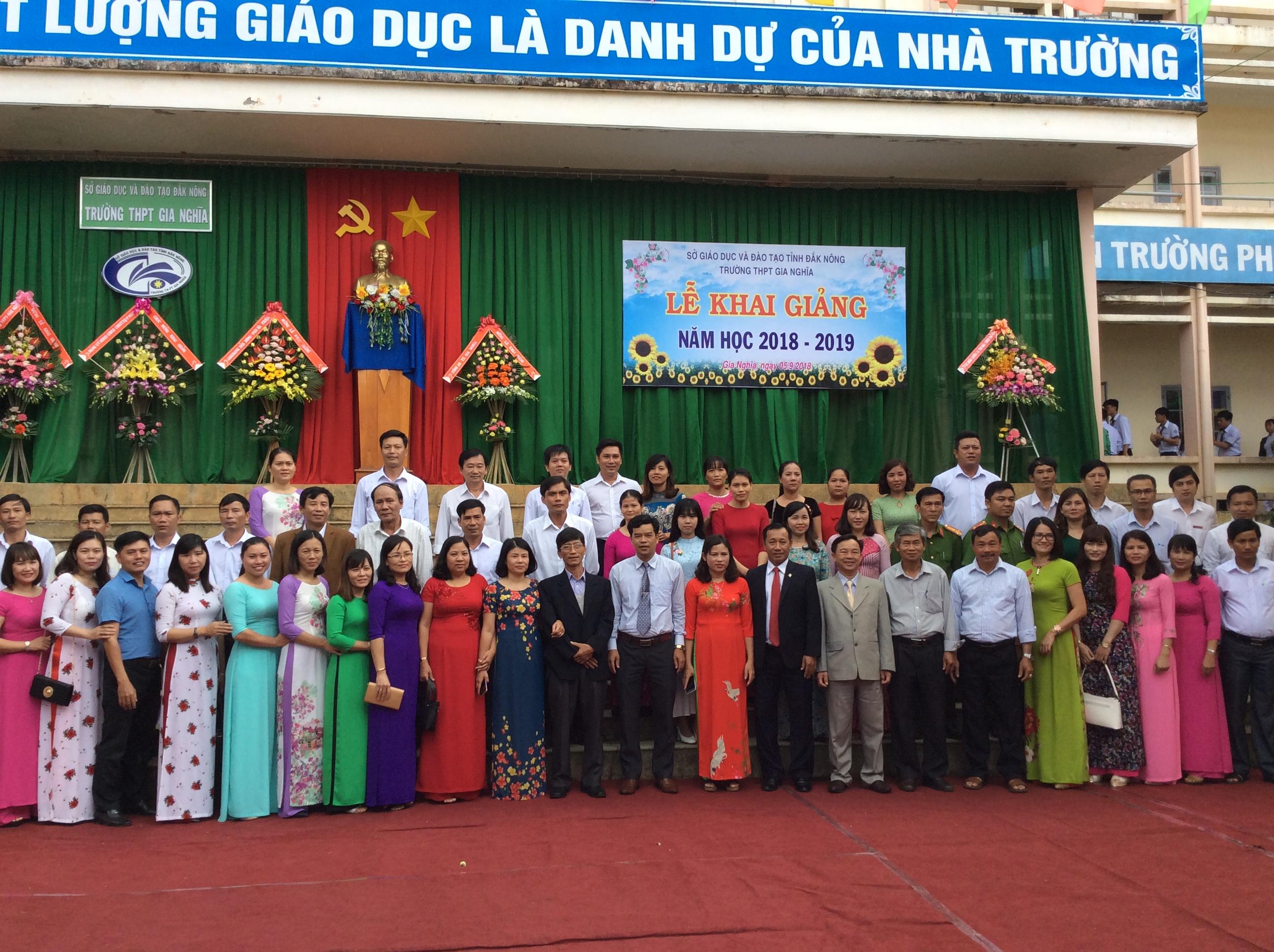 Trường THPT Gia Nghĩa long trọng tổ chức lễ khai giảng năm học 2018 – 2019